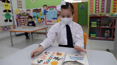 Educación se ve afectada por las restricciones