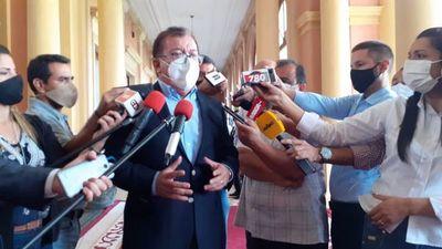 """Por decoro, Nicanor debería de renunciar tras """"bofetada"""" de Abdo, afirma Llano"""