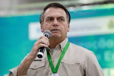 Bolsonaro llama idiota a una periodista que le preguntó por una foto considerada ofensiva por la oposición