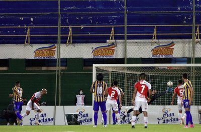 Versus / River Plate reacciona y saca un empate ante Luqueño