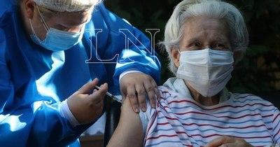 La Nación / Adultos mayores de hogares del interior reciben dosis anticovid