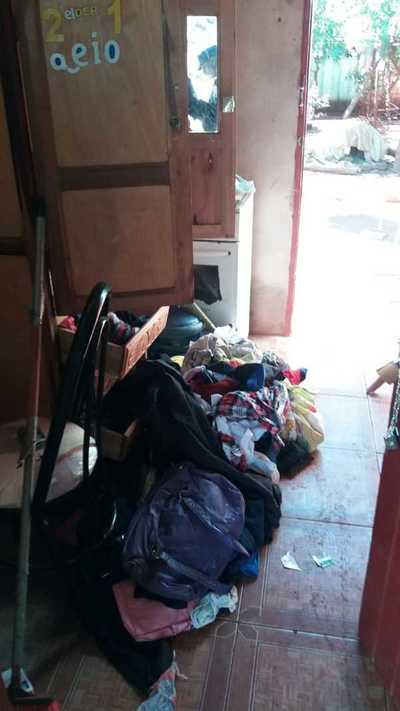 Roban dinero, motocicleta, electrodomésticos, bicicletas y hasta sillones de una vivienda