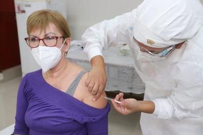 Covid-19;Comienza vacunación a mayores de 75 años en adelante – Prensa 5