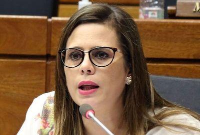 Kattya González destaca presión ciudadana para promulgación de ley de fondos socioambientales