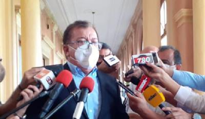 """Por decoro, Nicanor debería renunciar tras """"bofetada"""" de Abdo, afirma Llano"""