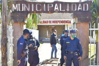 Seguidores del intendente imputado de Independencia violentan sede municipal