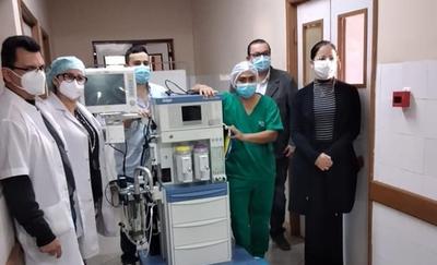 V Región Sanitaria entrega una máquina de anestesia al Hospital de Coronel Oviedo