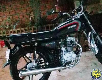 Delincuentes despojan a joven de su motocicleta •