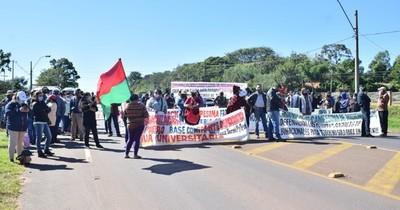 La Nación / Misiones: cierran ruta para reclamar prosecución de programas financiados por Yacyretá