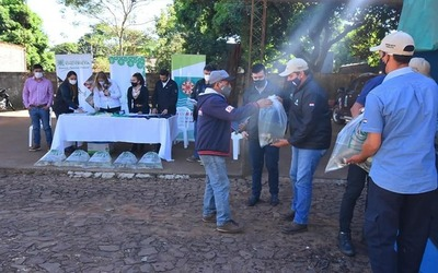 Entregan alevines a productores de Caazapá