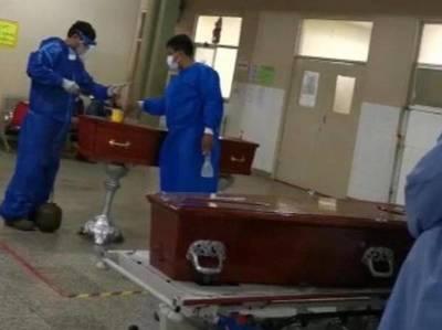 Ante falta de espacio Ataúdes de fallecidos por COVID-19 son colocados en la sala de espera