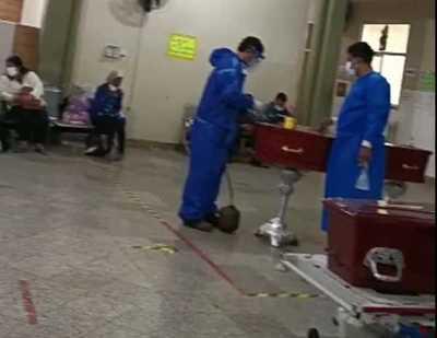 Féretros son sellados en pasillo de hospital