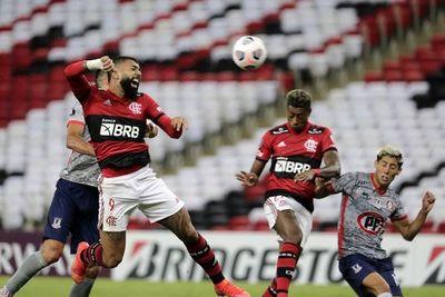 Flamengo arrolla a La Calera y sigue en punta del Grupo G