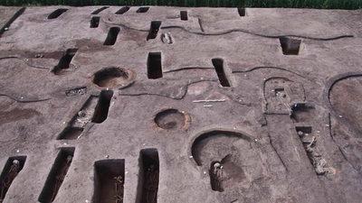 Arqueólogos egipcios desentierran 110 tumbas prehistóricas en el delta del Nilo