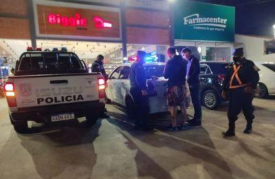 Cuestionan que la Policía haya obligado al cierre de supermercados anoche