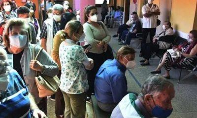 Aglomeración en Hospital de Trinidad: Problemas de comunicación provocaron confusión y caos en vacunación de adultos mayores