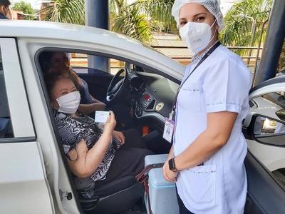 Continúa inmunización anticovid a adultos mayores en Alto Paraná