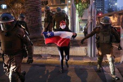 Aumenta la tensión social y política en Chile a 20 días de las elecciones para cambiar la constitución de Pinochet
