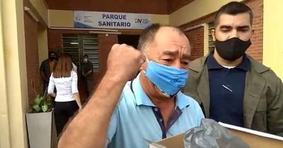 La Nación / Don Joel Oviedo recibe alta médica de UTI en su cumpleaños
