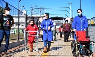 Realizan prueba del paso peatonal inclusivo del Multiviaducto del Km 7