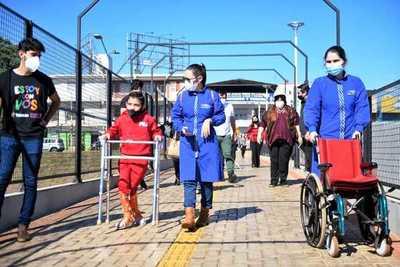Multiviaducto de CDE: Realizan prueba del paso peatonal inclusivo