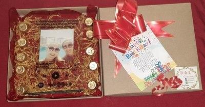 La Nación / Emprendedores LN: joven prepara regalos personalizados que incluyen serenata virtual