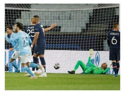 Manchester City remonta y se queda con la ida