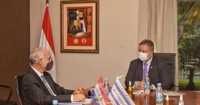 La Nación / Ministro de Inteligencia recibe visita del embajador de Israel