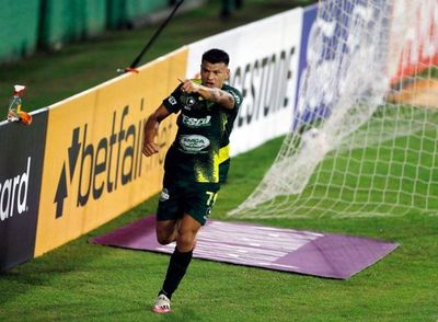 Defensa y Justicia golea y escolta a Palmeiras