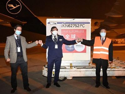 Conmebol recibió las 50 mil vacunas de China