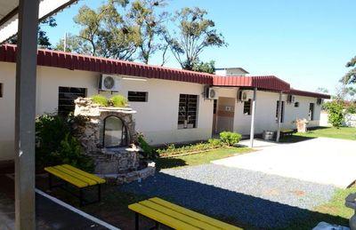 Pabellón de contingencia inaugurado en Guarambaré se encuentra cerrado
