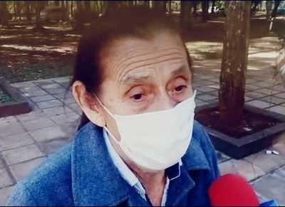 Mujer de 84 años se sintió discriminada al no recibir la vacuna anticovid