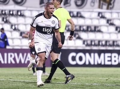 Olimpia cumplió de local y ganó su primer partido en la Libertadores