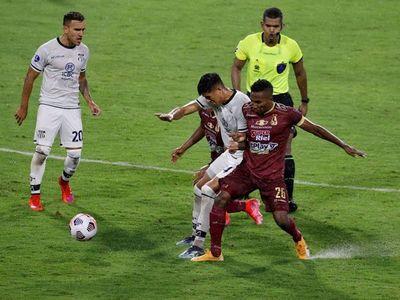 Deportes Tolima y Talleres empatan y se alejan de Emelec