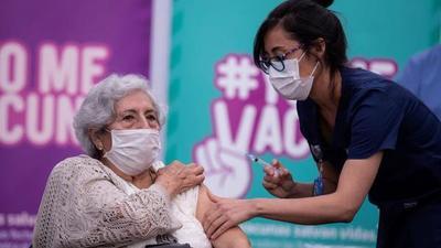 Chile es el segundo país con mayor cantidad de población completamente vacunada contra el covid-19
