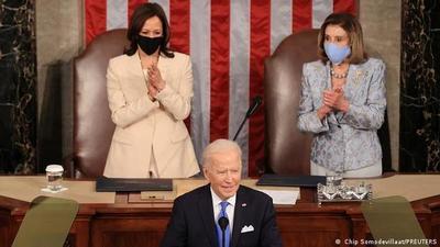 """Biden dijo que ya es hora de que los más """"paguen su parte justa"""" de impuestos"""