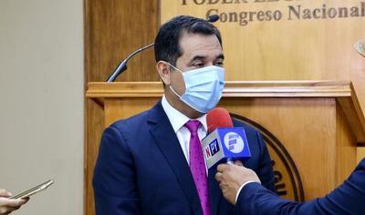Senador acusa a Intendente de mentir sobre supuesta compra de vacunas