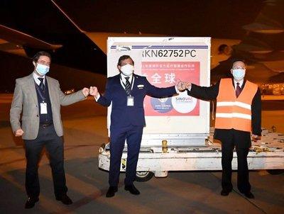 Conmebol recibe donación de 50.000 dosis de vacunas contra covid-19 · Radio Monumental 1080 AM