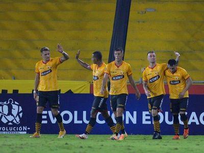 El fútbol vuelve a Ecuador en medio de la pandemia