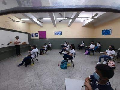 Día del maestro: Muchos murieron tras contagiarse en clases, dice Marecos