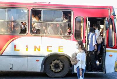 Salud recomienda viajar con las ventanillas abiertas en buses por ser foco de contagios