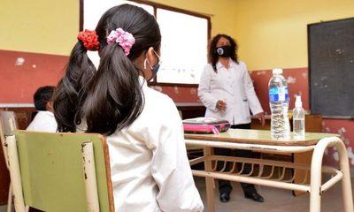 Día del maestro: entre contagios y 155 docentes fallecidos