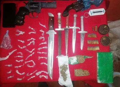 Detención e incautación de estupefacientes y objetos robados en Caaguazú – Prensa 5