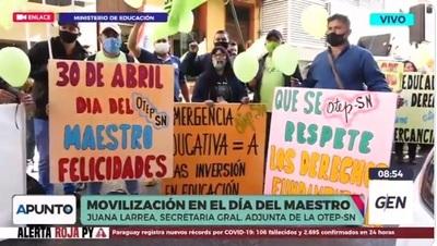 Maestros recuerdan su día con una manifestación reclamando respuestas a la crisis educativa