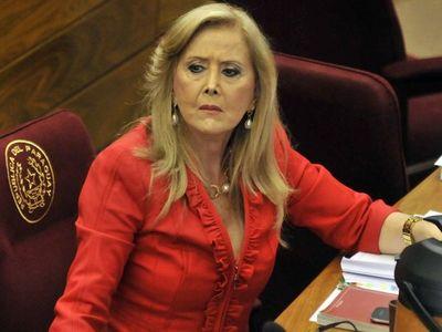 Polémica por supuesta vacunación de senadora Gusinky