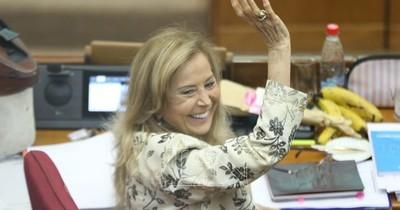 La Nación / Senadora Mirta Gusinky niega que se vacunó contra el COVID-19