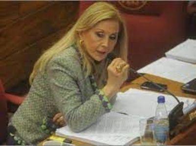Senadora Gusinky figura como vacunada en Salud, pero ella lo niega