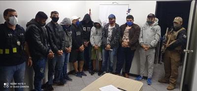 Expulsan del país a 9 brasileños detenidos en un operativo realizado en Minga Guazú