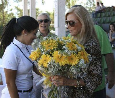 Senadora Gusinky se expone a pérdida de investidura por vacunación indebida