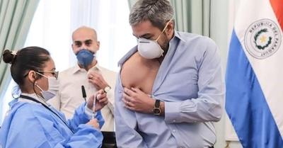 Filtran lista de inmunizados y saltan nombres de políticos